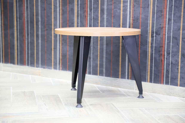 Журнальный столик с круглой ножкой металлический